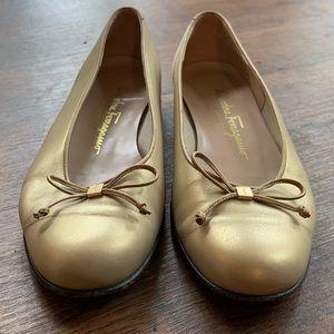 Salvatore Ferragamo Golden Flats - 7B